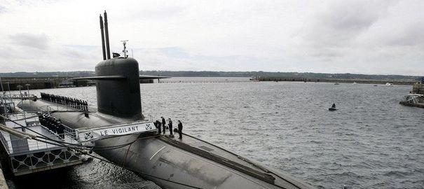 le-sous-marin-nucleaire-lanceur-d-engin-le-vigilant-sur-la-base-de-l-ile-longue-le-13-juillet-2007_2421771